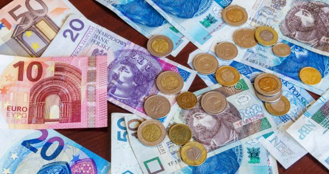 pieniądze / shutterstock.com