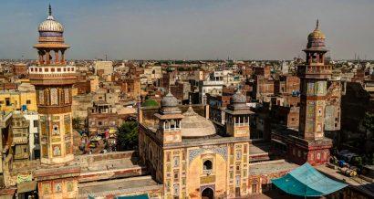 Panorama Meczetu Wazir Khan w Lahore w Pakistanie. Fot. Homo Cosmicos / Shutterstock.com