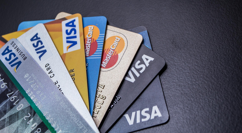 Karty Kredytowe Visa i Mastercard / Shutterstock.com