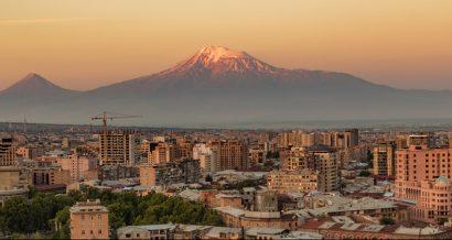 Erywań, stolica Armenii. W tle góra Ararat. Fot. Shutterstock.com