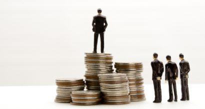 nierówności dochodowe / shutterstock