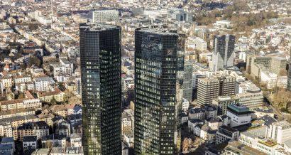 Siedziba Deutsche Bank, Frankfurt, Niemcy. Fot travelview / Shutterstock.com