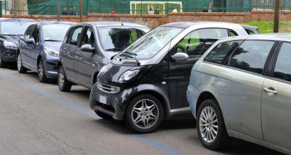 Zaparkowany samochód Smart. Fot. Shutterstock