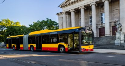 Fot. Wizualizacja Solaris Urbino 18 CNG w barwach warszawskich. Materiały prasowe Solaris Bus & Coach S.A.