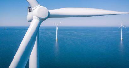 Farma wiatrowa na morzu / Fot. Shutterstock