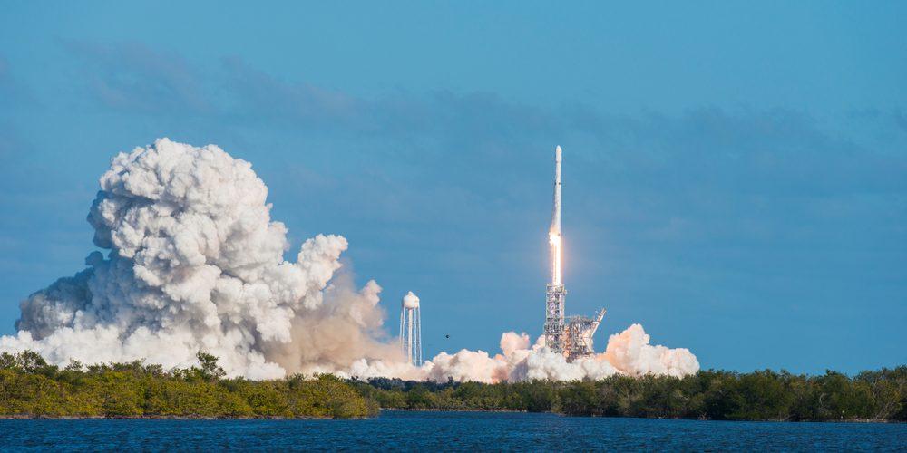 Falcon Heavy / shutter stock.com