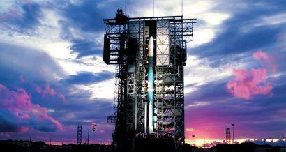 Pojazd kosmiczny na platformie startowej, Fot. Shutterstock