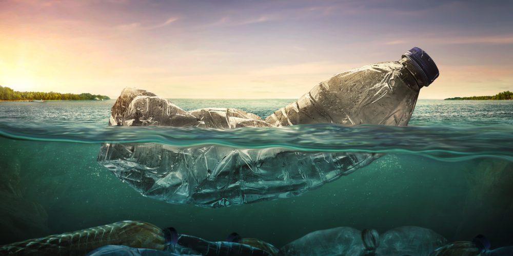 Śmieci w oceanie. Fot. Shutterstock