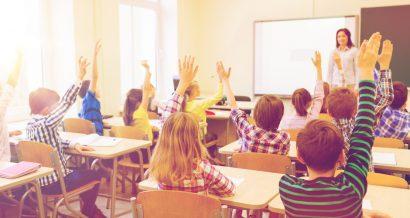 Szkoła, nauczycielka w klasie. Fot. Shutterstock