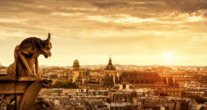 Jedna z rzeźb na katedrze Notre Dame w Paryżu. Fot. Shutterstock