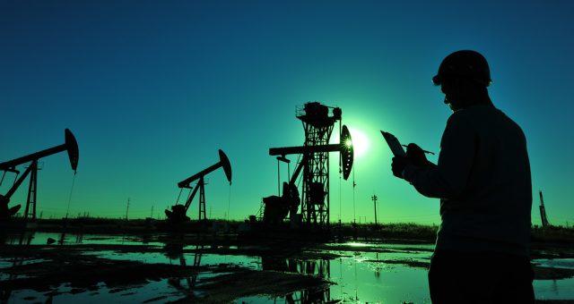 Wydobycie ropy naftowej, Fot. Shutterstock.com