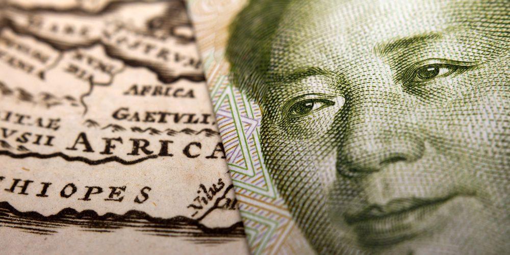 Chiński yuan na tle mapy Afryki, fot. Shutterstock.com