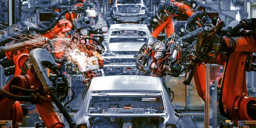 Roboty w fabryce samochodowej. Fot. Shutterstock