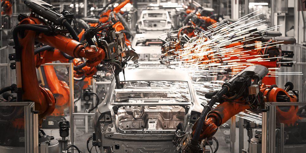 Linia produkcyjna samochodów osobowych, Fot. Shutterstock.com