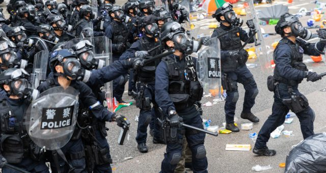 Policja Hongkongu, Fot. Dave Coulson Photography / Shutterstock.com