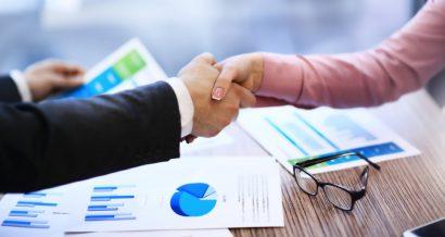 Biznes, umowa. Fot. Shutterstock