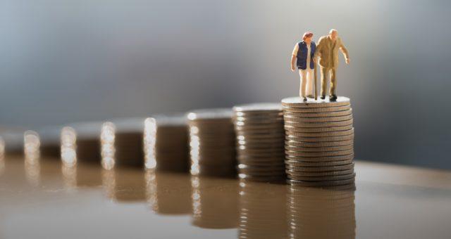 Emerytura, inwestycje, oszczędności. Fot. Shutterstock