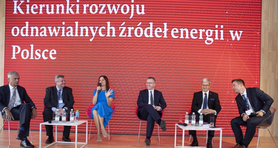 """Panel """"Kierunki rozwoju OZE w Polsce"""" podczas Forum Ekonomicznego 2019 w Krynicy. Fot. PFR"""