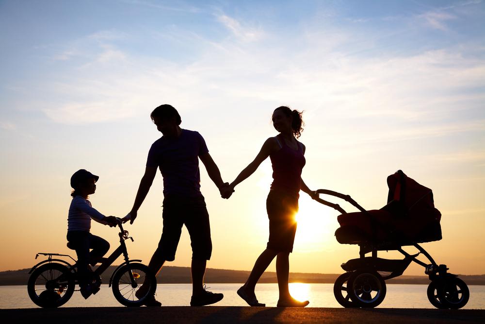 Rodzina, dzieci, wakacje. Fot. Shutterstock