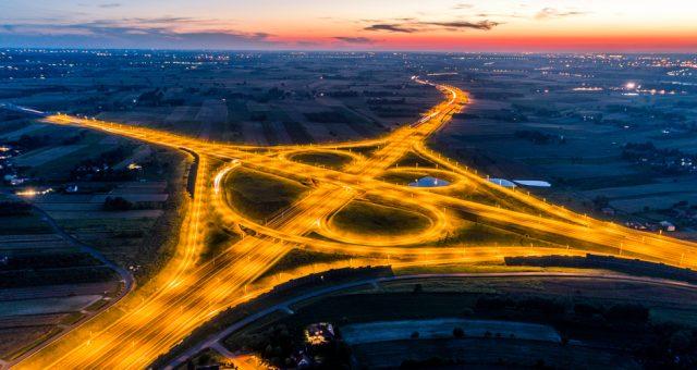 Skrzyżowanie na gotowym odcinku Via Carpatia w okolicach Lublina. Fot. Shutterstock