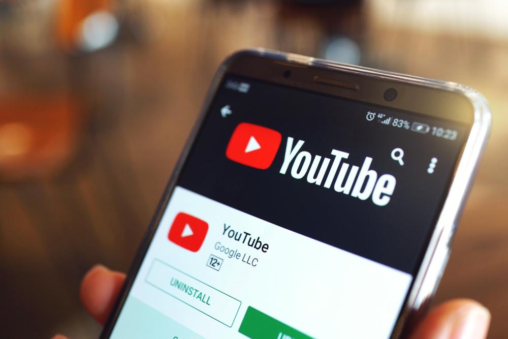 Youtube / shutterstock.com