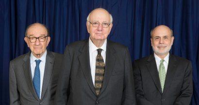 Paul Volcker w 2014 roku. Z lewej Alan Greenspan, z prawej Ben Bernanke. Fot. Fed