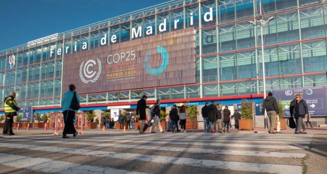 Wejście na COP25, Madryt. Fot. Vivvi Smak / Shutterstock.com