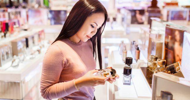Zakupy, kosmetyki, sklep. Fot. Shutterstock
