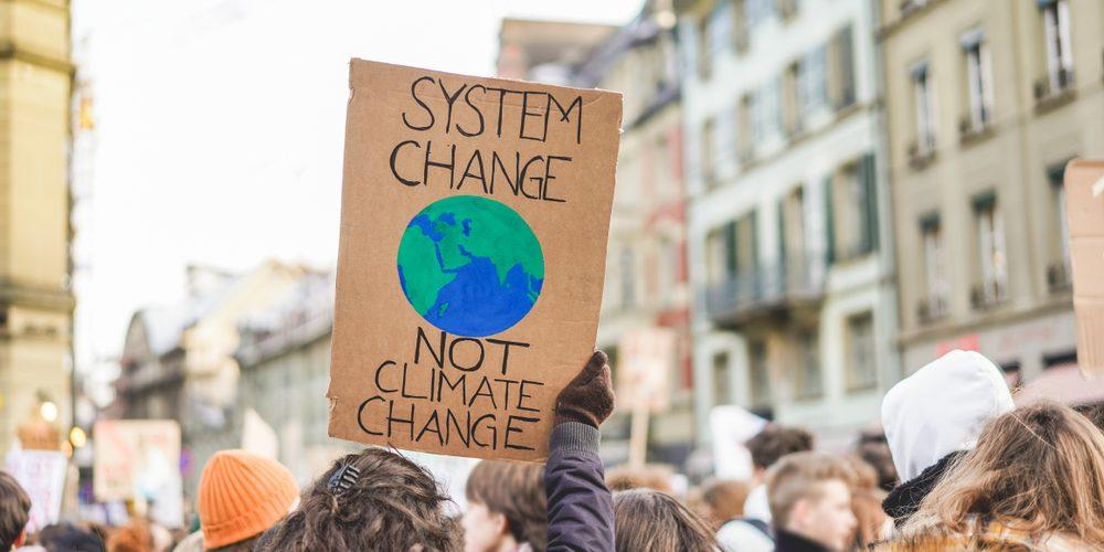 Baner na proteście klimatycznym. Fot. Shutterstock