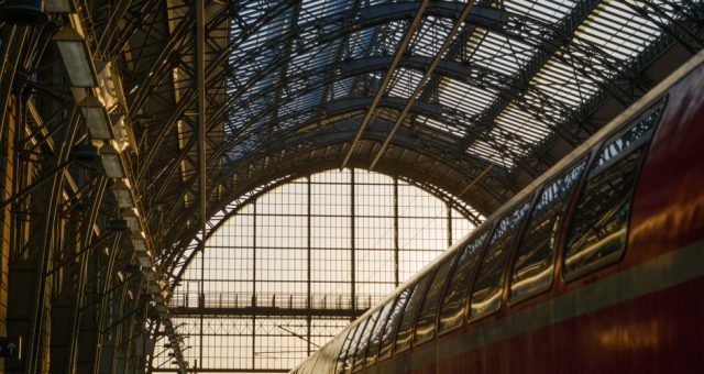 Dworzec we Frankfurcie nad Menem, Fot. Peeradontax / Shutterstock.com