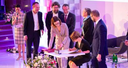 I Polsko-Francuskie Forum Przemysłu Przyszłości - podpisanie deklaracji pomiędzy administracją RP a firmą Orange Polska w zakresie wsparcia programu Czyste Powietrze. fot. MInisterstwo Rozwoju.