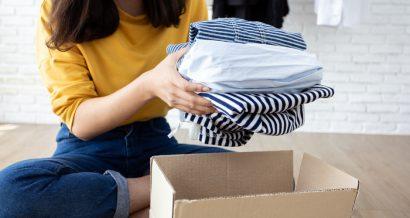 Przekazywanie odzieży, Fot. Shutterstock.com