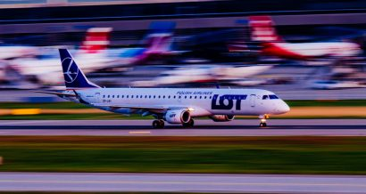 Samolot LOTu na lotnisku w Zurychu. Fot. Erico Salutti / Shutterstock.com