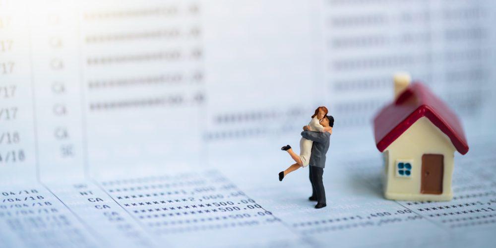 Rodzina, małżeństwo, kredyt hipoteczny, dom. Fot. Shutterstock