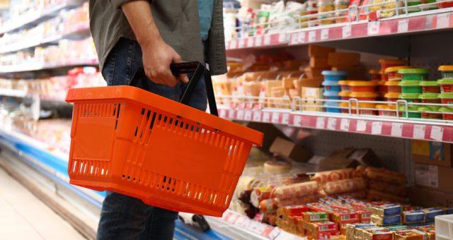 Sklep, zakupy, żywność. Fot. Shutterstock