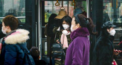 koronawirus, transport publiczny, fot. IHOR SULYATYTSKYY / Shutterstock.