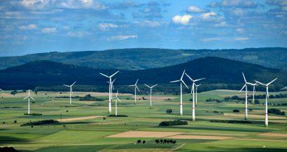 Lądowa farma wiatrowa, fot. Shutterstock.
