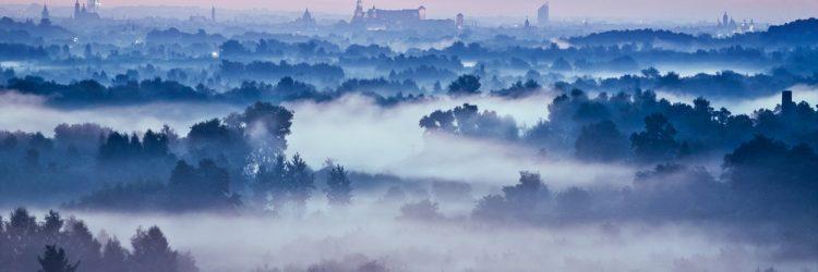 Smog nad Krakowem, panorama miasta, fot: Shutterstock.